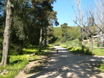 Walking to Guincho through the Green Valley