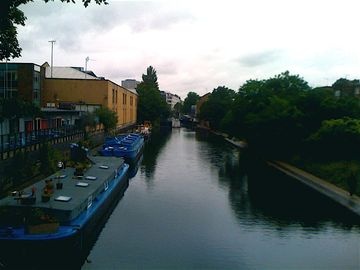 Canal at your door, food co-op on the corner, tube: old street angel: Charm!