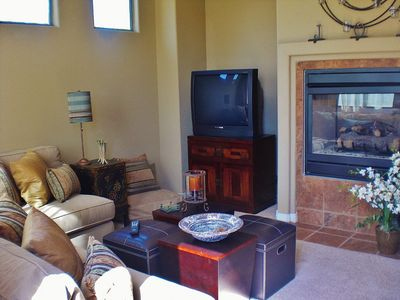La Quinta estate rental - Deluxe Guesthouse w/ Queen Bedroom, living room, kitchen,deluxe bath & fireplace