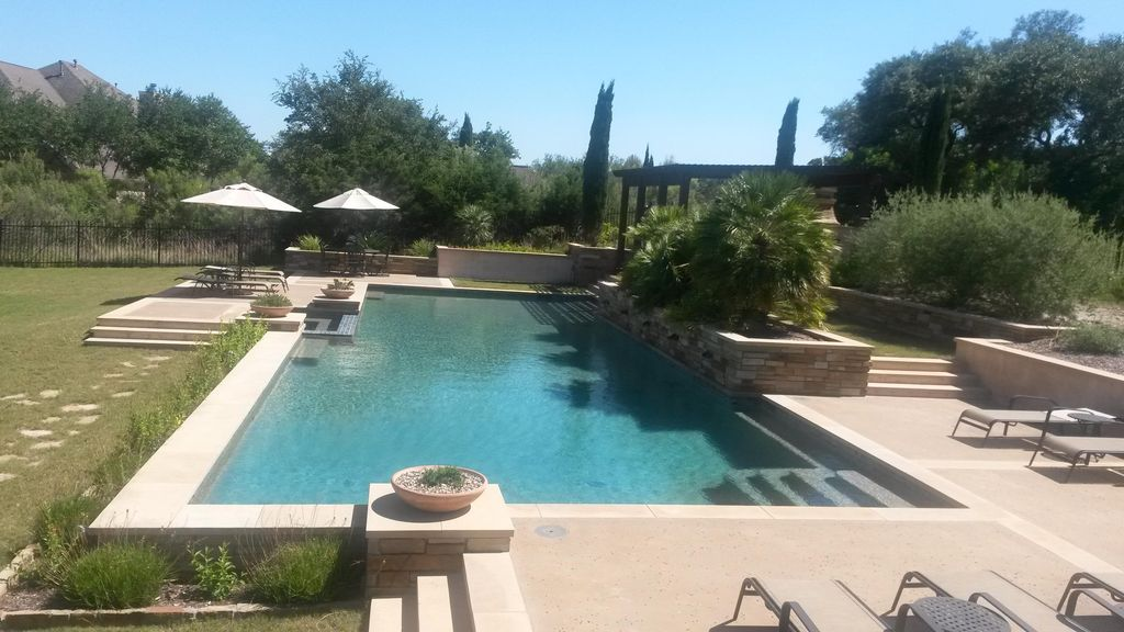 1.2 Acres, Pool/Hot Tub, 9 Miles to Downtown Yet Private, Easily Sleeps 10