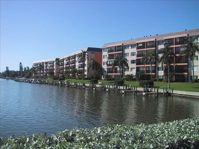 Siesta Key condo rental - Top floor middle building,best view!