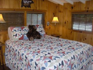 Highlands cabin photo - Queen Size Front Bedroom with Cable TV & Attached Bathroom.