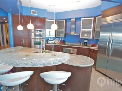 Gorgeous kitchen with top of the line appliances