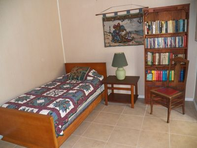 Guest room with Library