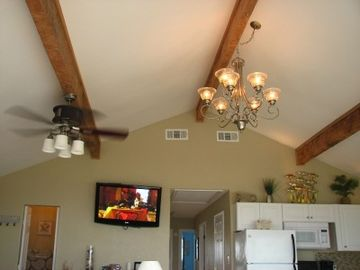 24x20 GREAT ROOM - VAULTED CEILING HUGE CEDAR BEAMS & BEAUTIFUL LIGHTS T