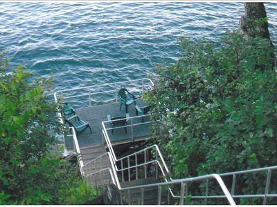 Steps downs to lower deck over ocean
