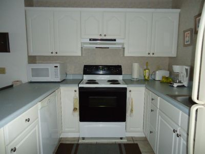 Fully equipped kitchen with dishwasher, microwave, etc.