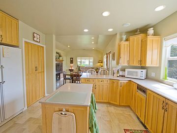Hope Ranch house rental - Beautiful Kitchen well appointed for all your cooking needs