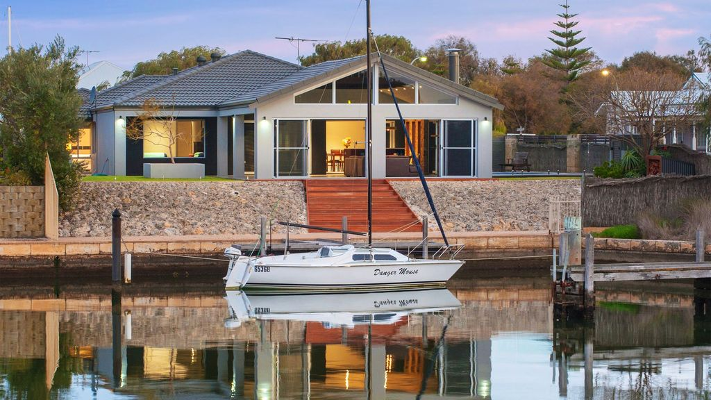 Geographe House - luxury retreat on the canals