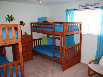 Super fun bunkbed room.