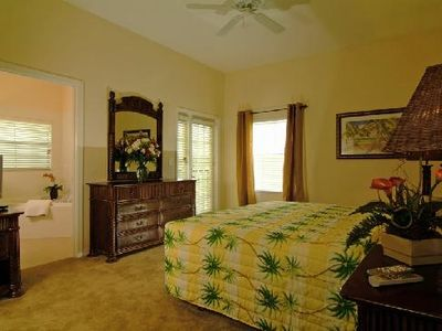 Kissimmee condo rental - Master Bedroom With En-Suite