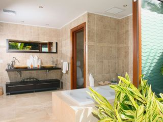 Orient Bay villa photo - Suite 2 bath