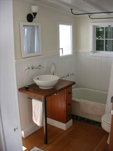 Beach Bungalow: Claw tub on bed of rocks. Take a shower & watch the boats go by.