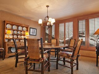 Deer Valley townhome photo - Dining area with great view of mountains