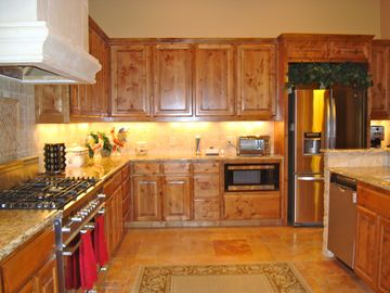 Large & complete kitchen