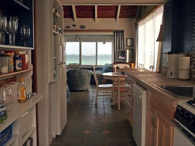New tiled kitchen and a look of the ocean!