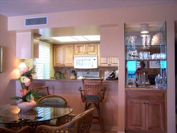 Dining Area with Wet Bar