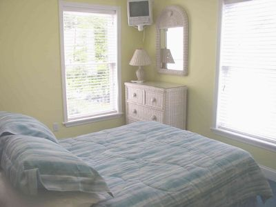 Dewey Beach house rental - Second top floor bedroom, also with vaulted ceilling, skylight: lots of light