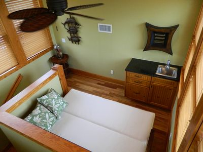 Steinhatchee house rental - The sheets, mattress cover, and pillows are stored in the wet bar.
