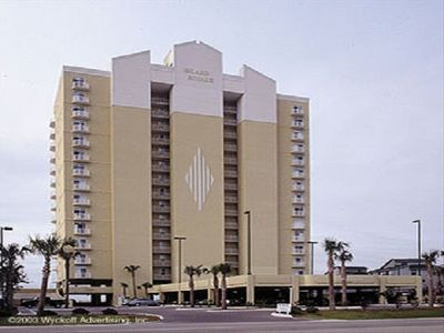 Island Royale centrally located on West Beach in beautiful Gulf Shores, Alabama