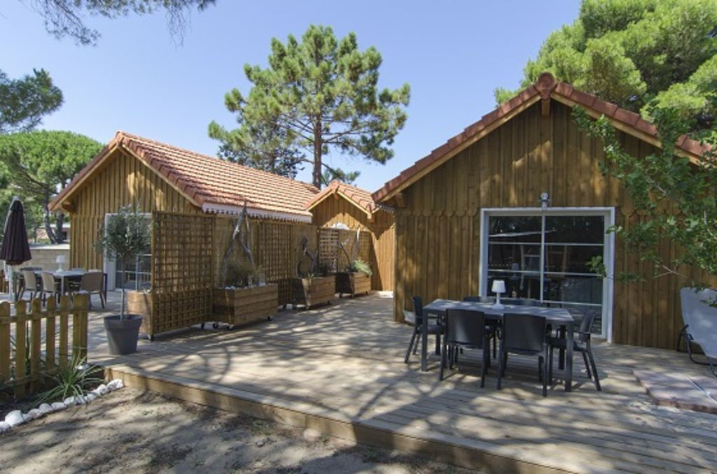 Nice houses, quiet under the pine trees, close to the beaches!