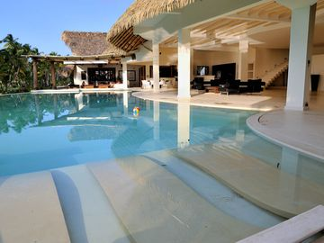 Las Terrenas villa rental - Pool with hydromassage chaise longue