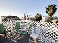 Third Floor Condo Close To The Beach With Room For 6!
