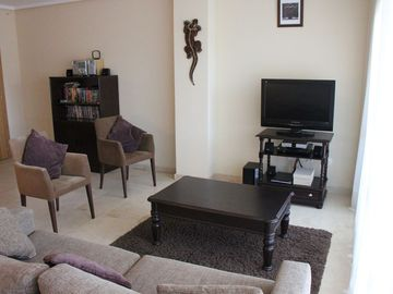 Lounge area with flat screen & satelite TV, DVD player with library & ipod dock