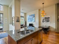 Luxury Townhome In S Lake Union - Whole Foods, Pan Pacific Hotel, Amenities