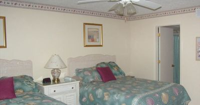 GUEST BEDROOM WITH QUEEN SIZE BEDS