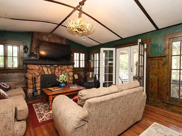 Ironwood Estates house rental - Living Room with flat screen TV. French doors open to porch.