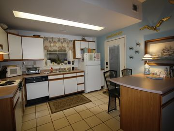 Furnished kitchen with breakfast bar