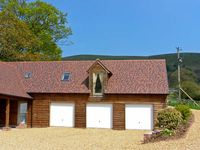 THE GRANARY, pet friendly, with a garden in Wentnor, Ref 906121
