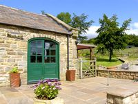 THE LOFT, pet friendly, luxury holiday cottage in Ashover, Ref 2183