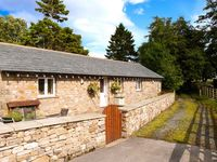 STABLE COTTAGE, pet friendly, with a garden in Ingleton, Ref 913799