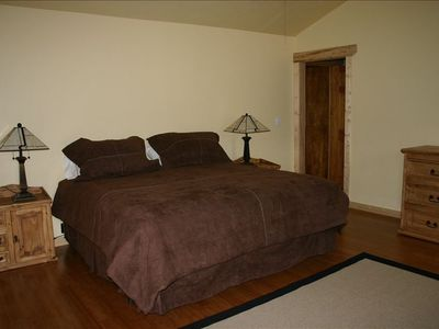 king bed/ master suite/ bath and large walk-in closet