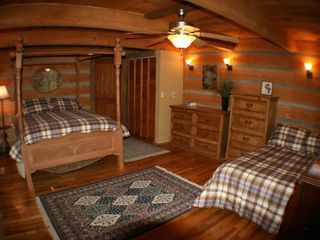 Maggie Valley estate photo - Guest bedroom: 2 queen beds (one moveable)