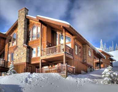 Come Relax in Over 1700 sq ft on 3 Levels Overlooking the Monashee Mountains