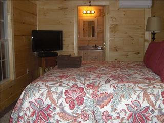 Berkeley Springs cabin photo - Master king bedroom and full bath with soaker tub