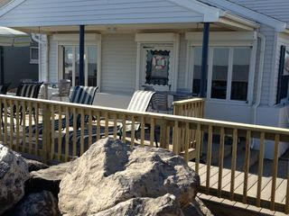 Oak Harbor cottage photo - Plenty of outdoor seating, both in the shade and in the sun!