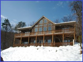 Top of the mountain hot tub 5 bedrooms homeaway for Charlottesville cabin rentals hot tub