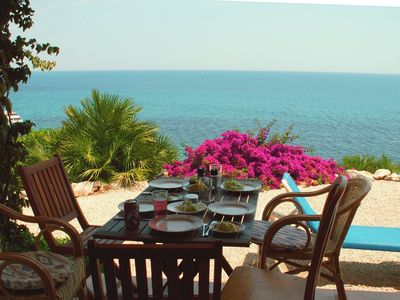 Direct, friendly, quiet area near the sea (20m), 3 minute walk to the beach