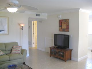 Vero Beach condo photo - Living Room with cable television