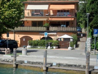 Apartment with large covered terrace (35 m2) overlooking the lake.