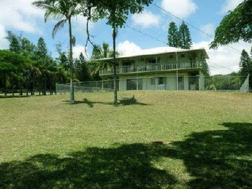 Waiohinu house rental - back of plantation house