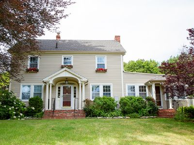 Charming New England Colonial Retreat-Ideal for Family & Friends Get Togethers