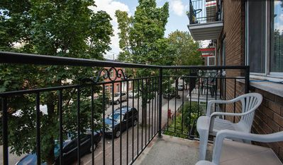 2 Balcony 1 Bedroom Bright Vacation Rental Apartment