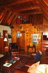 Lake Arrowhead cabin photo - Gorgeous vaulted ceilings in living room