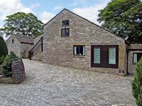 BARN COTTAGE, pet friendly, with open fire in Peak Forest, Ref 5513