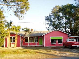 Tybee Island cottage photo - Large Island Coittage sleeps 15 Pets ok